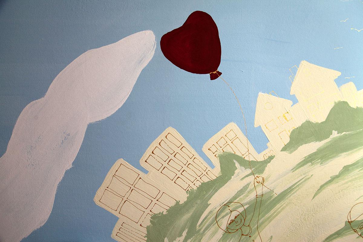 Mutter mit Herzluftballon Kinderzimmer Wnadgestaltung
